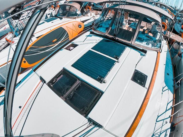 Sun Odyssey 519 exterior layout