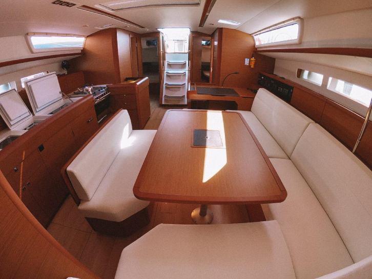 Sun Odyssey 519 interior layout